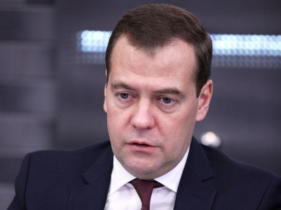 ВИП-калькулятор: Медведеву положена пенсия в сотни тысяч рублей