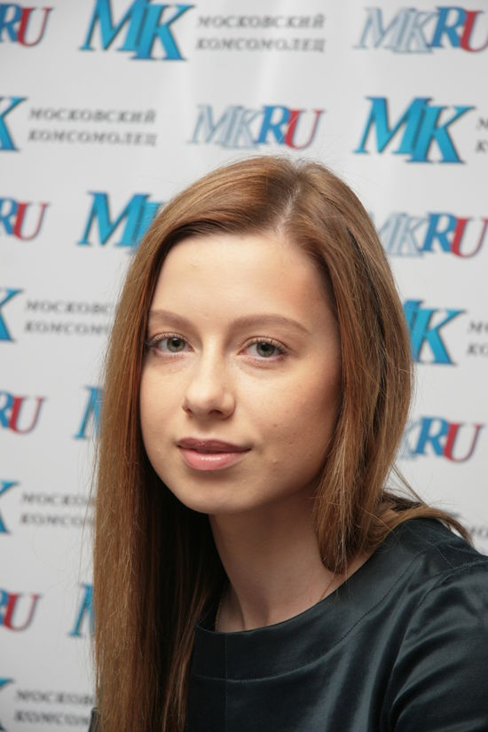 1 апреля Савичева приседала вместе с телефоном, Бузова спасалась от кораблекрушения, а Семенович угоняла машину