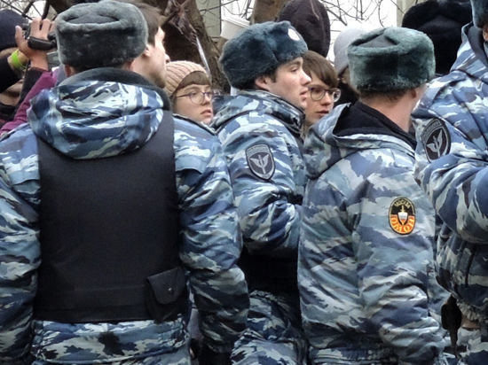 «Есть ранения, разворотило живот». Очевидцы - о захвате Харьковской ОГА «Правым сектором»