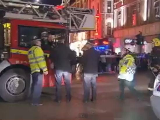 Комедия обернулась несчастьем: На зрителей в лондонском театре рухнул потолок