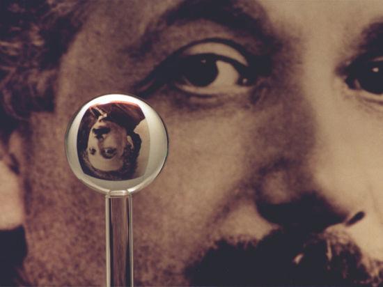 135 лет назад родился один из символов современной науки. Поначалу его считали бездарностью