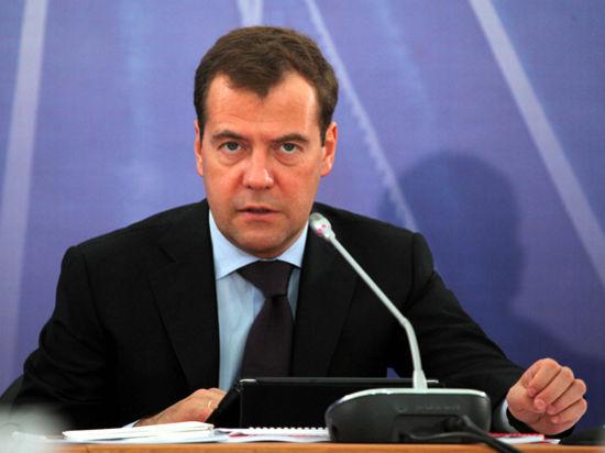 Медведев принял министров без портфелей у холодного камина