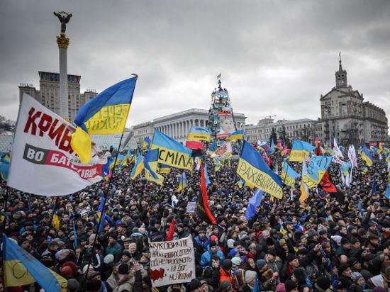 Колонна военной техники выдвинулась с базы под Киевом