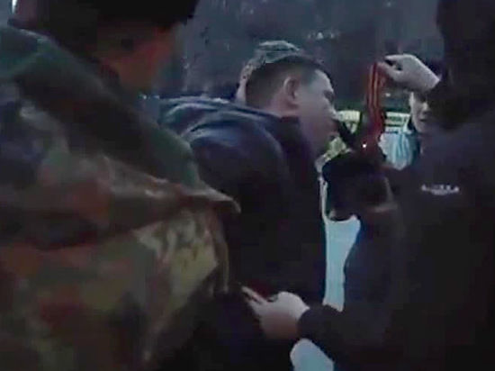 В Днепропетровске неизвестные избивают прохожих с георгиевскими ленточками