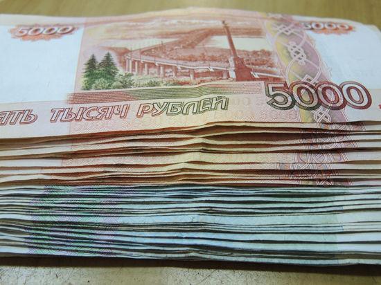 Омоновец помогал цыганам шарить по карманам, а сыщик пытался съесть 160 тысяч рублей