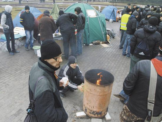 Пророссийские активисты захватили администрацию в Донецке и применяют взрывпакеты