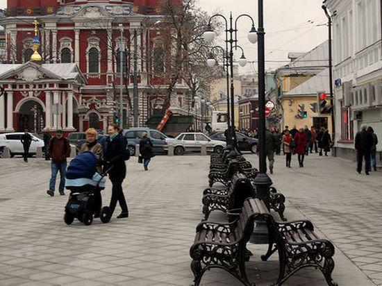 Пешеходные зоны Москвы начали патрулировать охранники
