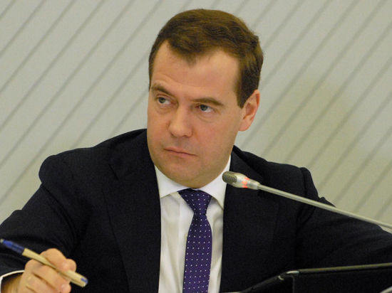 Медведев пригрозил уголовной ответственностью за махинации с ЕГЭ