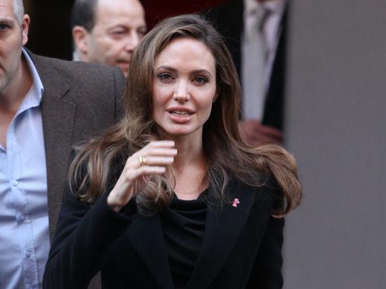 Джоли стала злой колдуньей