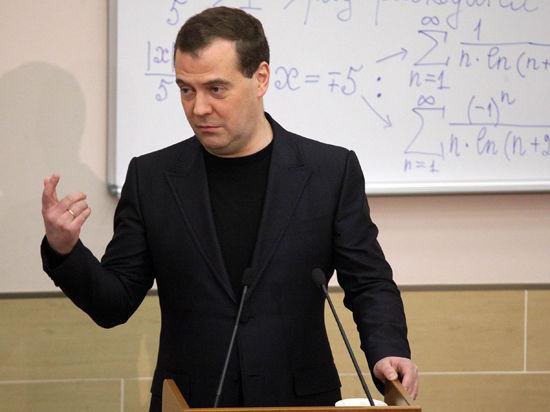 Медведев: бороться с оттоком молодых ученых из России бессмысленно