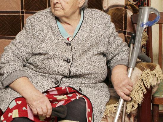 Соцработники будут кормить пенсионеров чаще, чем выносить судно