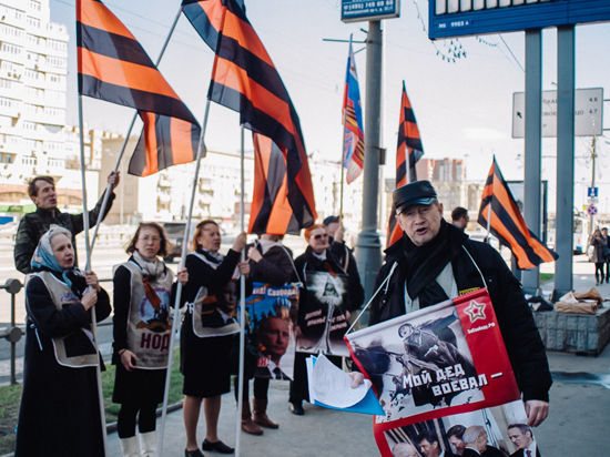 Люди депутата Федорова атаковали Горбачев-фонд: «Родина, свобода, Путин!»