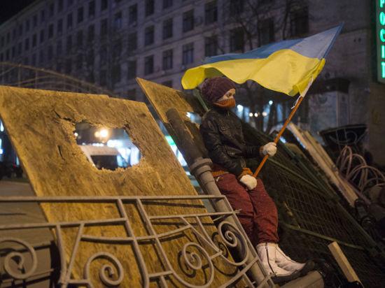 На «Евромайдане» укрепляют баррикады