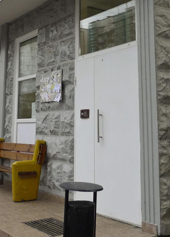 Пироман не щадит ни пустые, ни обитаемые квартиры