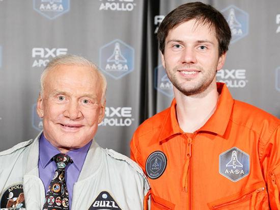 Первым россиянином, который бесплатно полетит в космос с AXE APOLLO, стал москвич Денис Ефремов