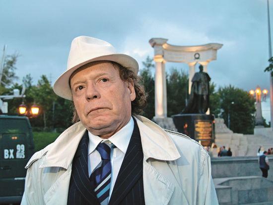 В понедельник в ИТАР-ТАСС Эдвард Радзинский представил свой новый сногсшибательный детективный роман «Князь. Записки стукача»