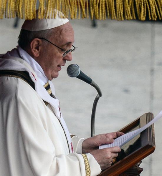 Папа Франциск готов к Рождеству: он встретился с предшественником, рассказал католикам о своей бабушке и собирается отслужить главную мессу года