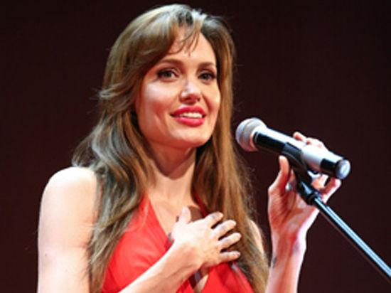 Анджелина Джоли планирует удалить яичники