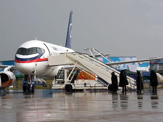 Самолет с командой чуть не столкнулся с другим бортом