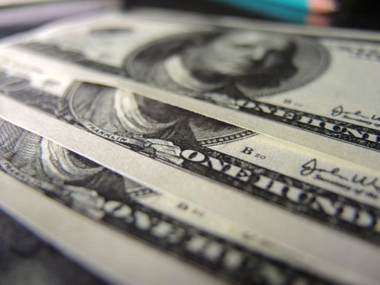Рубль вновь откатился под натиском доллара