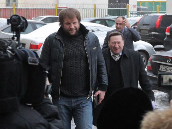 Обвиненного в изнасиловании бойца Емельяненко ищут по всей стране