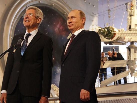 Накануне 12 апреля ВВП лично поздравил астронавтов на орбите