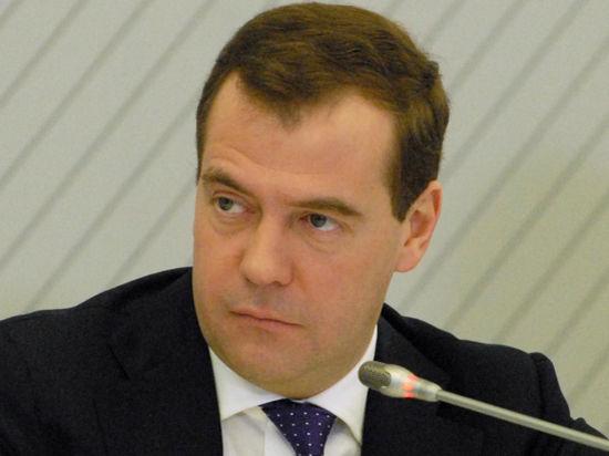 Премьер Медведев покормил белгородских бактерий