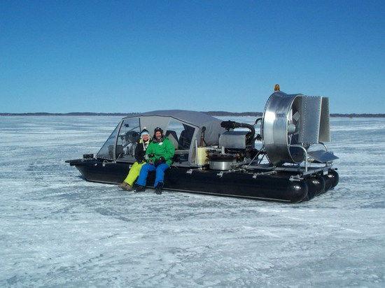 Спасательный ховеркрафт-трансформер, превращаяясь в лодку, одолевает 2-метровые волны