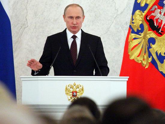 В этом году послание было оглашено в день 20-тилетия Конституции РФ