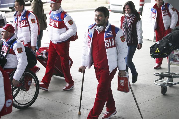 Герои паралимпиады в Сочи вернулись в Москву
