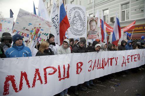"""В Москве прошел марш """"в защиту детей"""""""