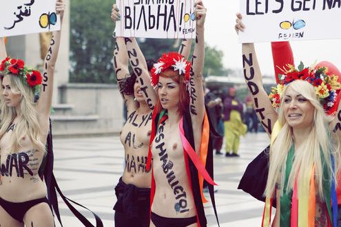 Активистки Femen разделись в Париже