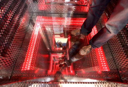 В Москве показали лифты для ночных клубов и для больших начальников