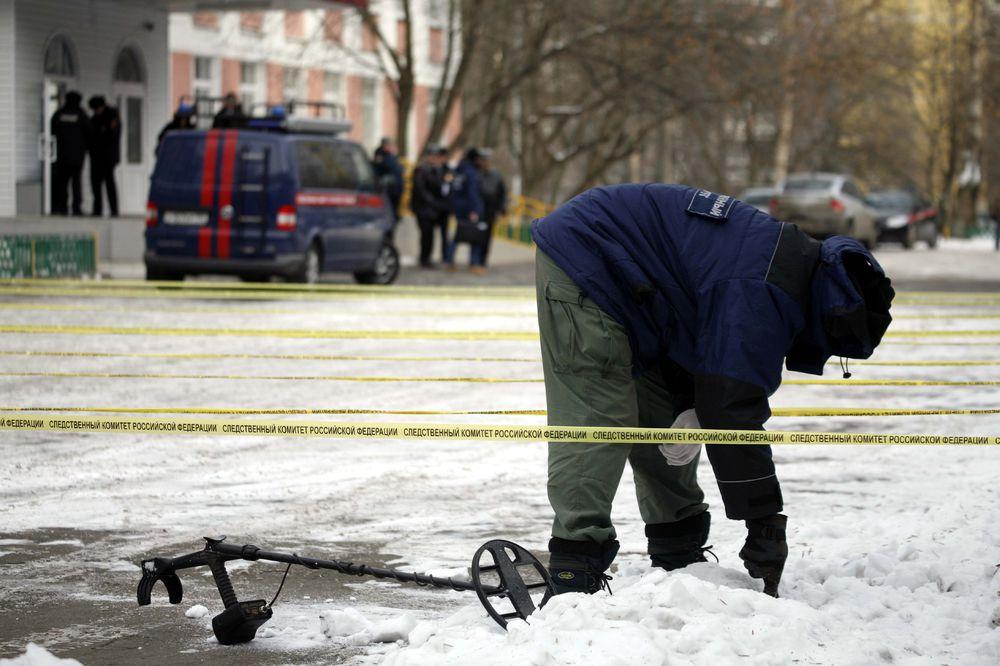 В Москве школьник взял в заложники целый класс