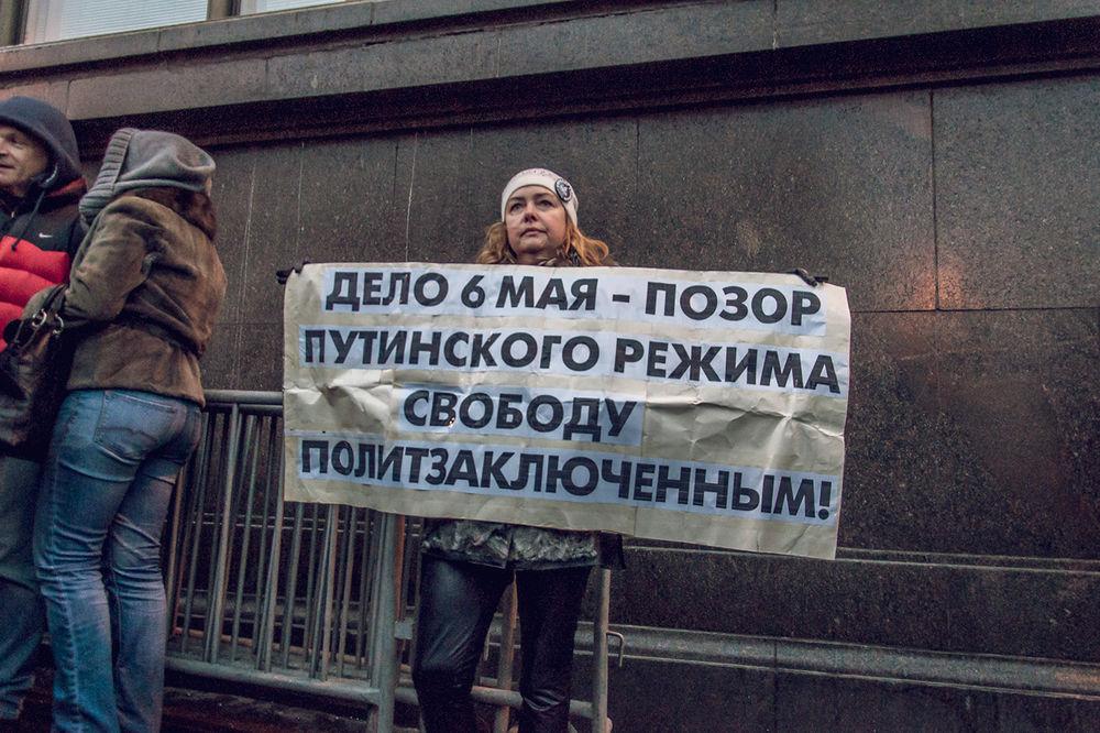 Оппозиционеры устроили пикет у Госдумы