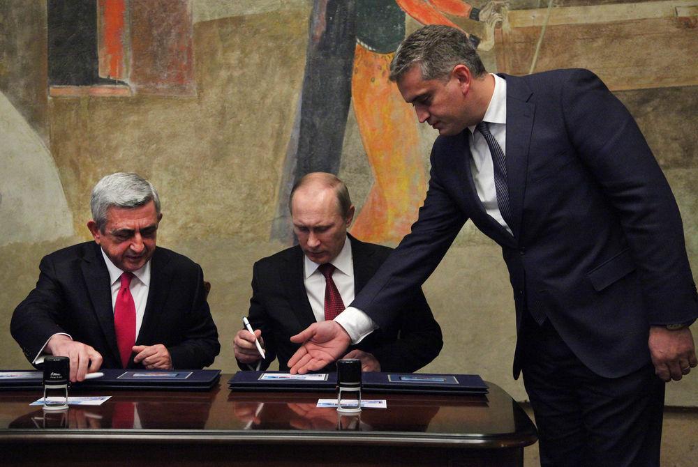 В Армении Путин погасил олимпийскую марку