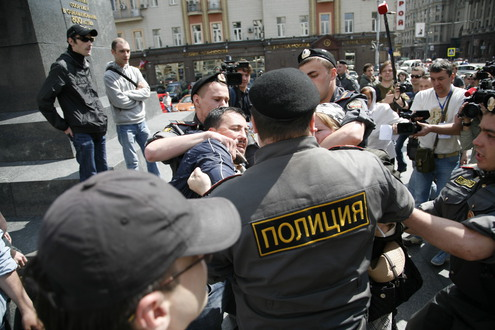 Геев и православных радикалов задерживали вместе