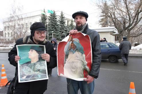 Революционеры устроили акцию солидарности с Ливией