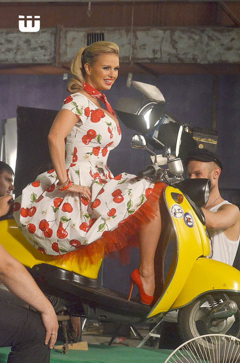 Анна Семенович оседлала мотоцикл