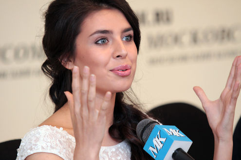 «Мисс Россия 2013» Эльмира Абдразакова рассказала о приготовлениях к конкурсу «Мисс мира 2013»
