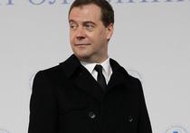 """Медведев об Украине, США, рубле и медицине: """"Наберитесь терпения"""""""