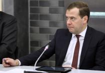 Медведев: «Ограничений на покупку валюты не будет»