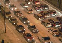 Новый рекорд: в Москве впервые десятибалльные пробки продержались почти 12 часов