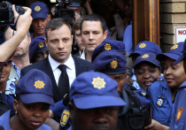 «Бегущий по лезвию»: паралимпиец Оскар Писториус приговорен в ЮАР к 5 годам тюремного заключения