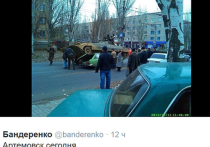 """БМП запрыгнул на """"Москвич"""" в Донбассе"""