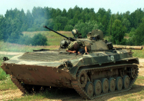 Минобороны проводит в Подмосковье гонки на боевых машинах пехоты