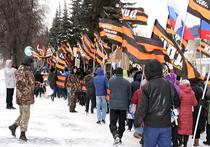 По центру Уфы маршировали люди в форме армии Новороссии