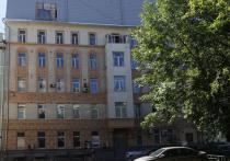 Кто позволил надстроить старинный дом  в центре Москвы?