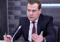 Медведев о ситуации на Украине: Порошенко совершил ошибку, а Украину ждет кризис