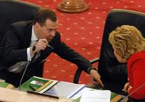 Медведев объявил о риске глубокой рецессии в РФ и перевел кабмин на режим ручного управления